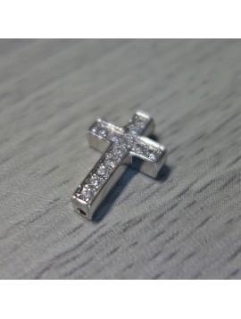 Kovový křížek se zirkony - stříbrný