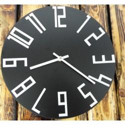 Dřevěné nástěnné hodiny z HDF černé - bílé čísla