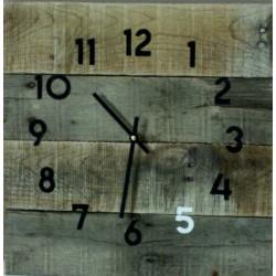 Dřevěné hodiny na chalupu šedá.
