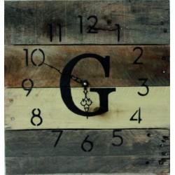 Monogram hodiny ze dřeva paleta.