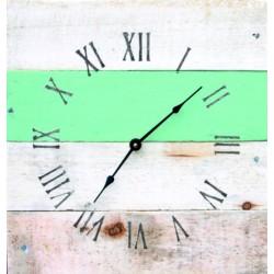 Kreativní hodiny ze dřeva v modrém objetí