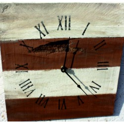 Dřevěné hodiny na vaši chatu kaštan