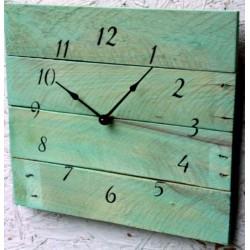 Moderní hodiny z dřeva pohádková modrá.