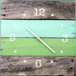 Dřevěné hodiny oáza klidu v barvách na chatu HOGOFOGO
