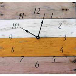 Dřevěné hodiny moderní rustikální polibek.