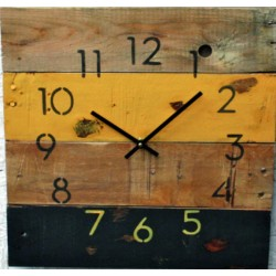 Dřevěné hodiny jemná příchuť barev listů