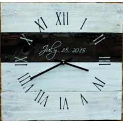 Dřevěné hodiny as řím bílá barva nástěnné.